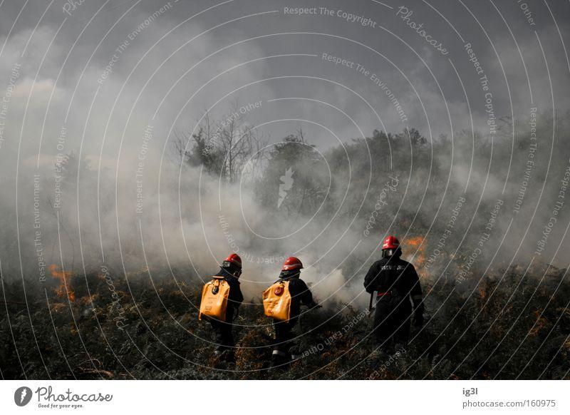 wenn Frauen grillen Freude Zerstörung Feuerwehreinsatz grau-rot