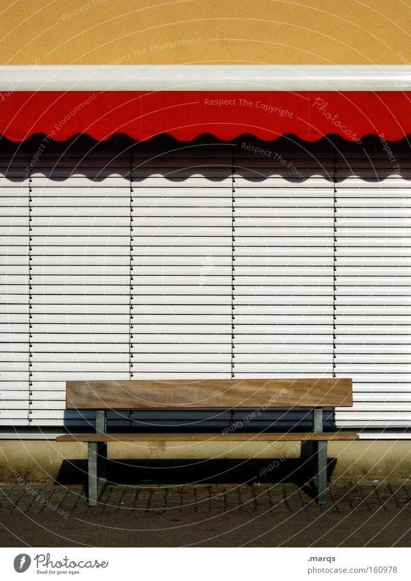 Ein Platz an der Sonne Sommer ruhig Erholung Freizeit & Hobby geschlossen Pause Dinge Bank Sonntag Markise Fußgängerzone Rollladen