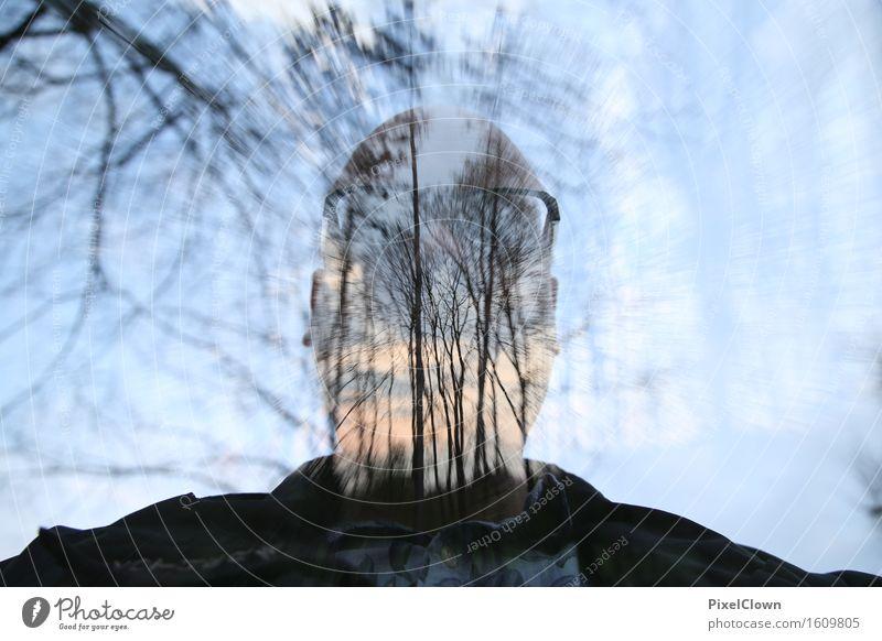 Waldmensch Mensch Natur Ferien & Urlaub & Reisen Pflanze blau Baum Landschaft Einsamkeit Freude Erwachsene Kunst Kopf Stimmung maskulin Tourismus