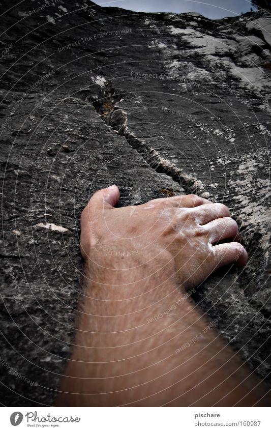 Auf der Suche nach Halt... Berge u. Gebirge Sport Klettern Bergsteigen Hand Finger Felsen festhalten grau Wand Riss Felswand Extremsport pischare Farbfoto