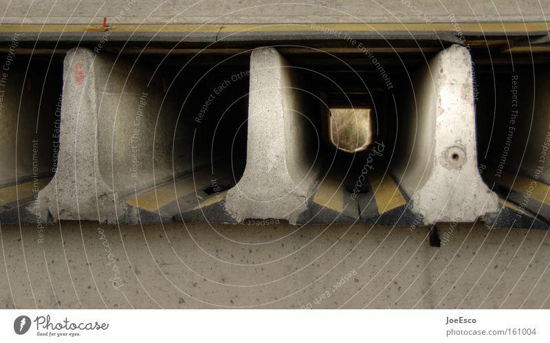 ausweg? Straße Beton Verkehr Industrie Baustelle Autobahn Tunnel Verkehrswege Handwerk bauen Begrenzung Ausweg Fluchtpunkt Straßenbau Tunnelblick Urbanisierung