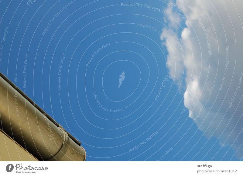 die Wetteraussichten: sonnig bis heiter! Himmel blau Sommer ruhig Wolken Ferne Wärme Freiheit Fassade frei Klima leer hoch Schönes Wetter Dach
