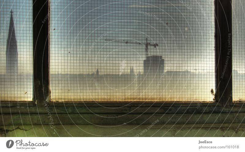 weitblick Stadt Haus kalt Fenster grau Gebäude Linie dreckig Architektur Umwelt Beton Lifestyle Kirche Aussicht Dach Skyline