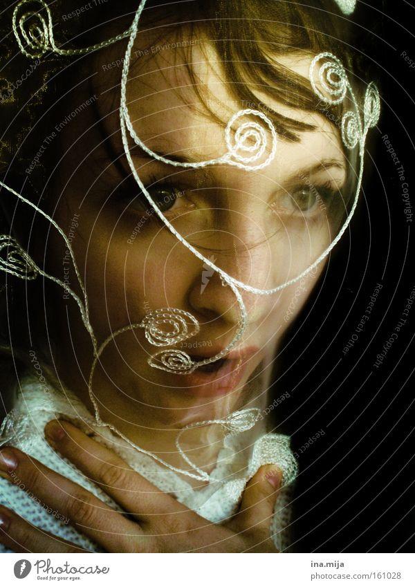 lass mich leben. Mensch Frau Gesicht Erwachsene Auge Gefühle feminin außergewöhnlich Stimmung Luft Angst einzigartig Todesangst Platzangst Geister u. Gespenster