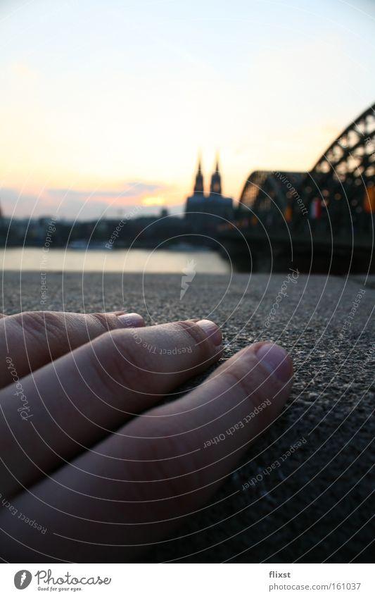 handgemacht Hand Sonnenuntergang Köln Brücke Dom Finger Sehnsucht Makroaufnahme Nahaufnahme Himmelskörper & Weltall