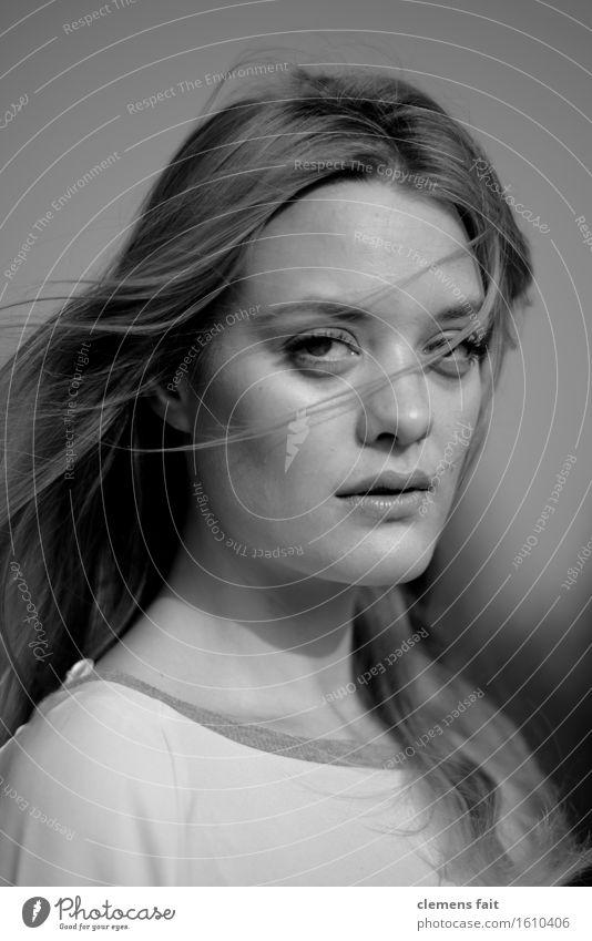 Marie Porträt Schwarzweißfoto Gesicht Haare & Frisuren schwarz Frau Jugendliche Junge Frau schön Mädchen verführerisch