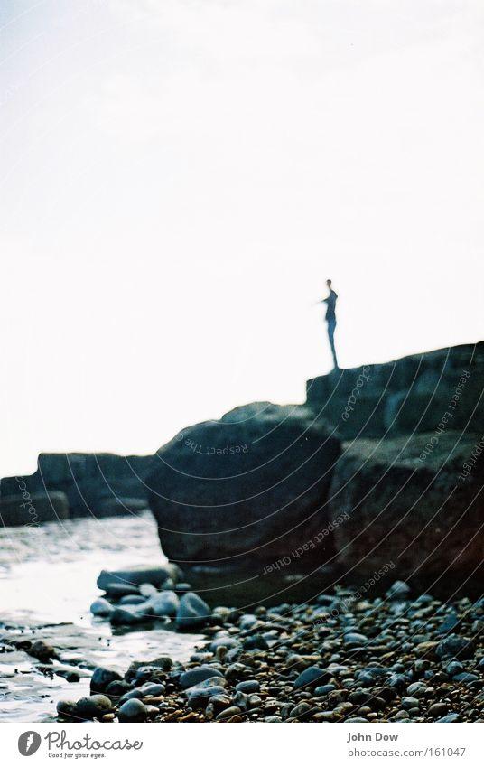 Hommage an Giacometti Mensch Wasser Ferien & Urlaub & Reisen Meer Strand Einsamkeit Ferne Leben Freiheit Stein Küste Felsen warten Abenteuer stehen einzigartig