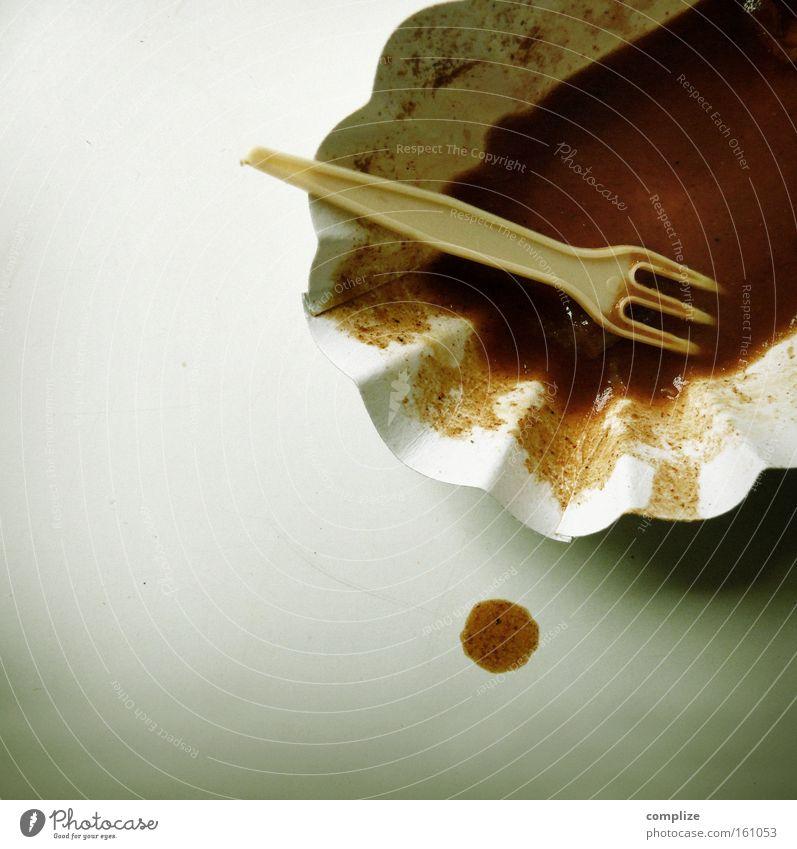 Abend´s mal Farbfoto Kontrast Vogelperspektive Lebensmittel Ernährung Fastfood Teller Schalen & Schüsseln Gabel Verpackung Saucen Fleck ungesund Müll