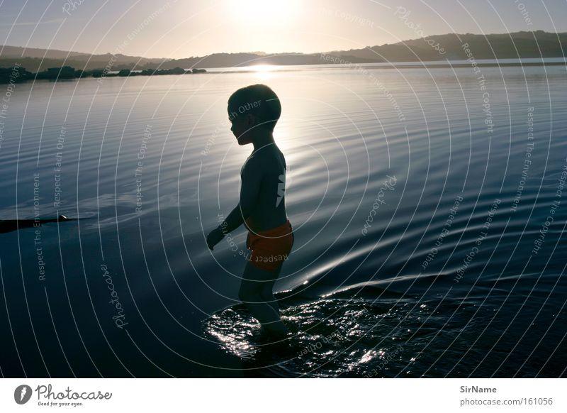 70 [wohin noch?] Kind Ferien & Urlaub & Reisen Wasser Sommer Sonne Freude Leben Spielen Junge Kindheit Zufriedenheit Lebensfreude unschuldig Sonnenuntergang