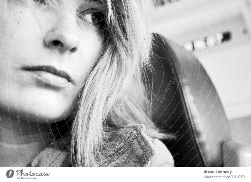 Cycling Trivialities Mensch Frau Jugendliche Ferien & Urlaub & Reisen Einsamkeit ruhig Gesicht Erwachsene Erholung Gefühle Bewegung Wege & Pfade Traurigkeit