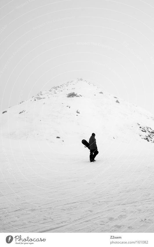 der letzte mohikaner Mensch weiß Einsamkeit Winter dunkel schwarz Berge u. Gebirge Schnee Stein Nebel laufen einzeln Gipfel aufwärts Österreich tragen