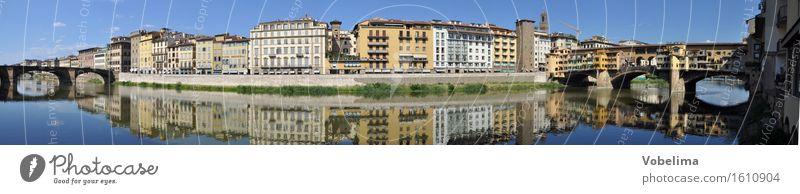Ufer des Arno in Florenz Tourismus Sightseeing Städtereise Flussufer Stadt Altstadt Haus Brücke Gebäude Architektur Sehenswürdigkeit historisch blau braun