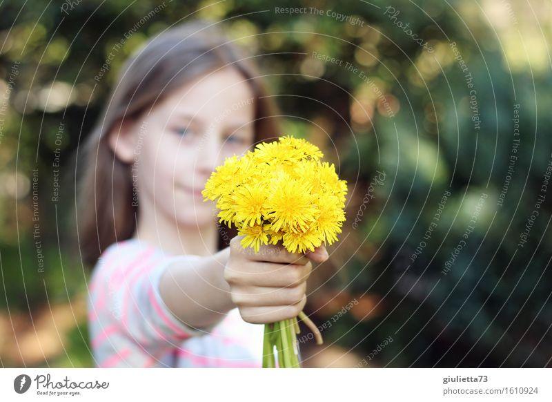 Flowers for you!    Muttertag Geburtstag feminin Kind Mädchen Kindheit Jugendliche 1 Mensch 8-13 Jahre langhaarig Lächeln Freundlichkeit Glück schön schenken
