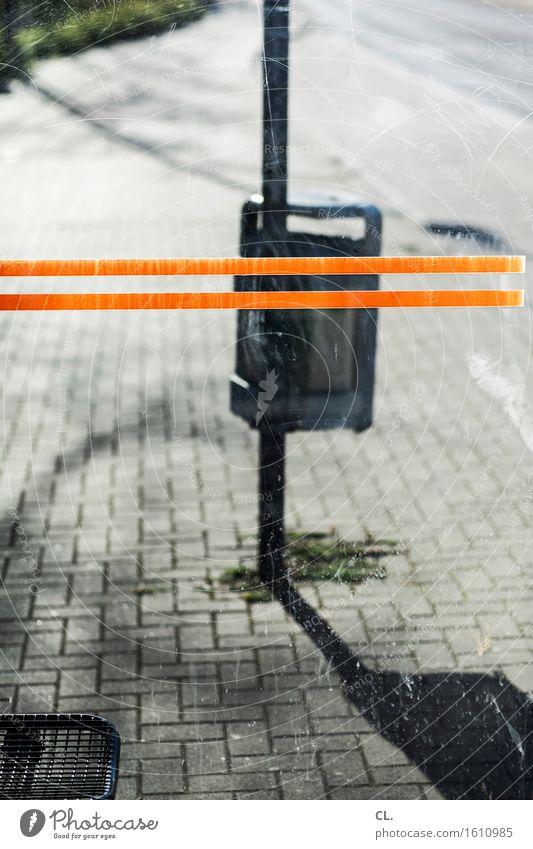 bushaltestelle Verkehr Verkehrsmittel Verkehrswege Öffentlicher Personennahverkehr Straßenverkehr Busfahren Wege & Pfade Müllbehälter Linie warten trist orange