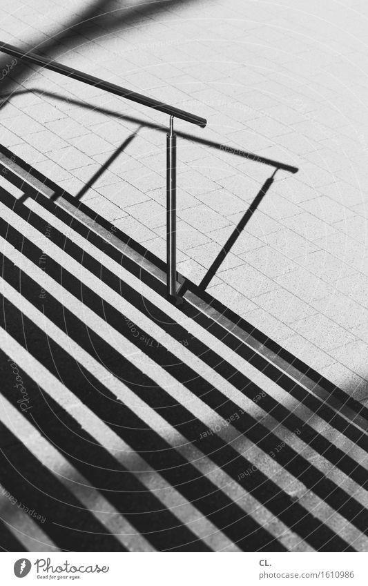 treppe Treppe Verkehrswege Wege & Pfade Treppengeländer Linie eckig abwärts Schwarzweißfoto Außenaufnahme Menschenleer Tag Licht Schatten Kontrast