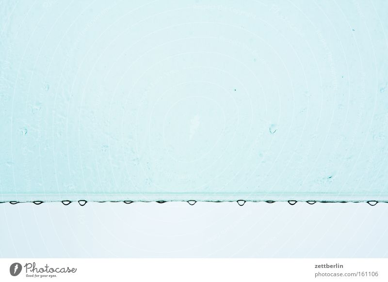 Regentag Wasser Himmel blau Glas Wetter Wassertropfen Dach Tropfen Reihe Fensterscheibe Scheibe Tiefdruckgebiet wettergeschützt