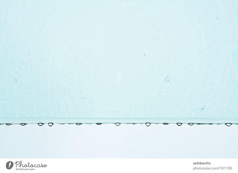 Regentag Wassertropfen Tropfen Wetter Tiefdruckgebiet Glas Fensterscheibe Scheibe Dach wettergeschützt Himmel blau Reihe Detailaufnahme