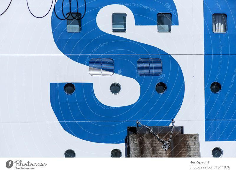 O NO? Fenster Passagierschiff Kreuzfahrtschiff Wasserfahrzeug Hafen Schriftzeichen gigantisch groß blau weiß Bordwand Bullauge Name Farbe markant Fähre Vorhang