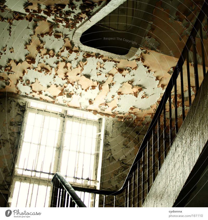 [Weimar09] Aufgang Fenster Raum Örtlichkeit Verfall Leerstand Licht Vergänglichkeit Zeit Leben Erinnerung Treppe Zerstörung alt Farbe Treppengeländer trist