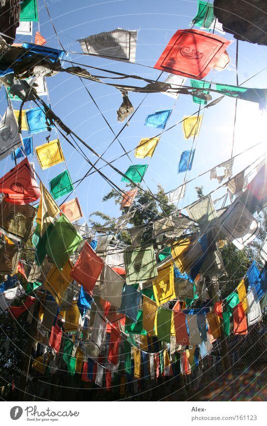 Farbverbindung Himmel Sonne grün blau rot Sommer gelb Farbe Netzwerk Fahne Afrika Schnur Verbindung Nähgarn