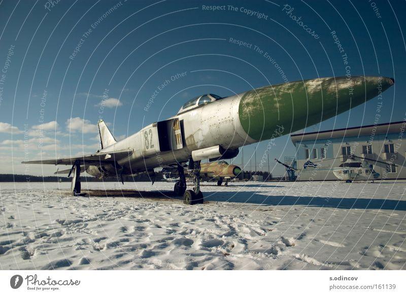 alt Himmel blau Farbe Schnee Flugzeug Geschwindigkeit Trauer Luftverkehr Verzweiflung Düsenflugzeug Kämpfer