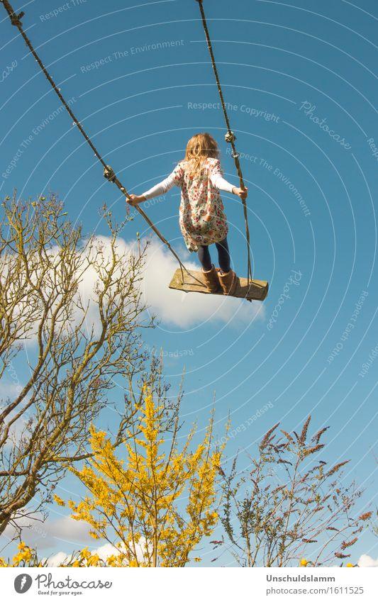 Cloud Surfing Freizeit & Hobby Spielen Kinderspiel Kindererziehung Mensch Mädchen Kindheit Leben 3-8 Jahre Natur Himmel Wolken Frühling Schönes Wetter Sträucher