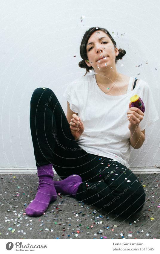 Solo Party Mensch Frau Jugendliche Junge Frau Freude 18-30 Jahre Erwachsene feminin Feste & Feiern trist Fröhlichkeit Kreativität warten Lebensfreude Coolness