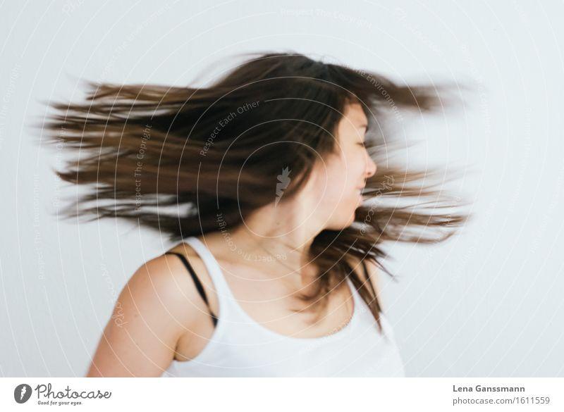 Haare und Lachen Mensch Frau Jugendliche schön Junge Frau weiß Freude 18-30 Jahre Erwachsene Leben Bewegung feminin Sport Gesundheit lachen Glück