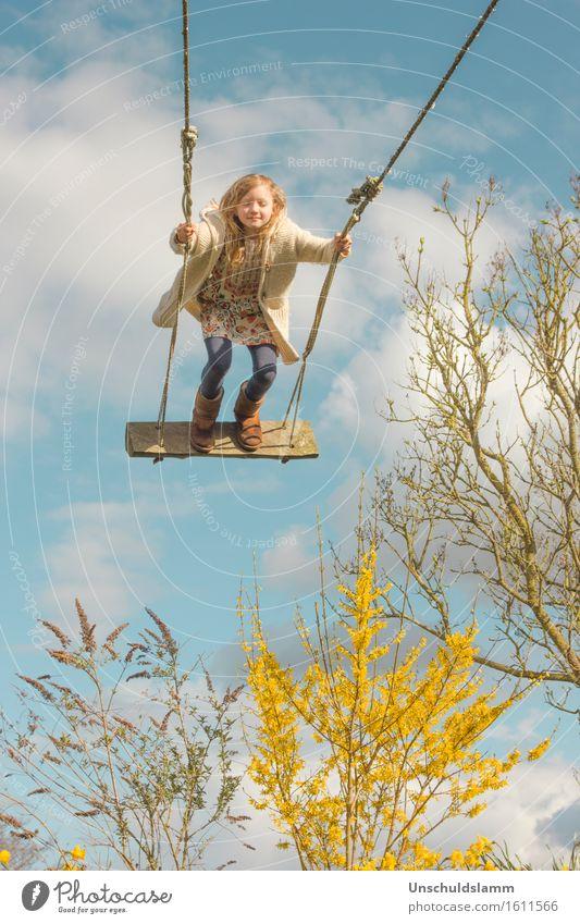 Frühling genießen Mensch Kind Himmel Natur Wolken Freude Mädchen Leben Gefühle Frühling Bewegung Spielen Glück Garten Freiheit träumen