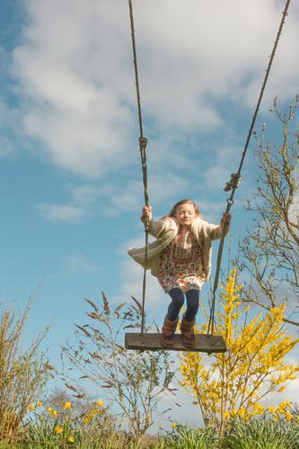 Lieber Frühling.... Spielen Kinderspiel Kindererziehung Kindergarten Mensch Mädchen Kindheit Leben 3-8 Jahre Natur Wolken Schönes Wetter Wind Sträucher fliegen