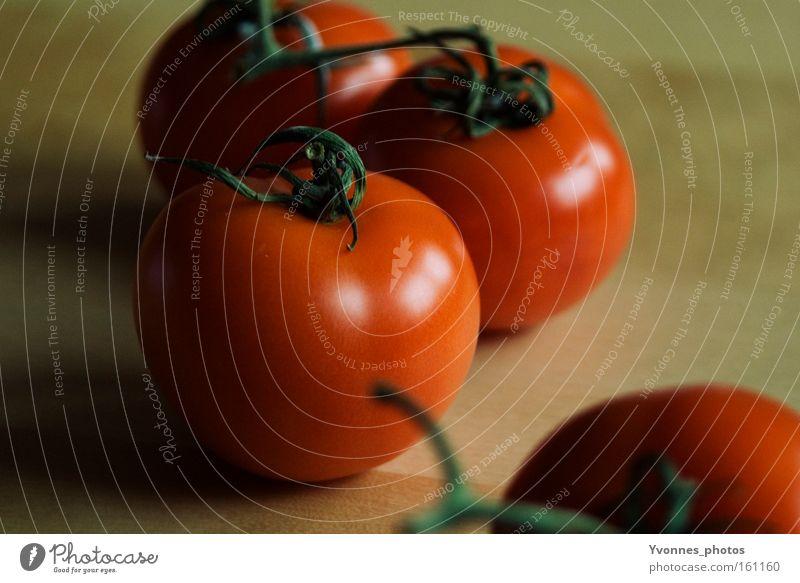 Tomato italiano Tomate Gemüse Gesundheit Ernährung rot Italien Sommer frisch Lebensmittel Küche Vegetarische Ernährung Holz Holzbrett Schneidebrett