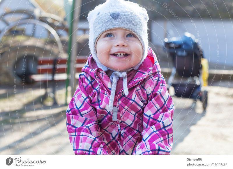 Playground 2 Mensch feminin Kind Kleinkind Kindheit 1 1-3 Jahre lachen Freude Lebensfreude Mütze Frühling Zähne grinsen schön klein Spielplatz Farbfoto