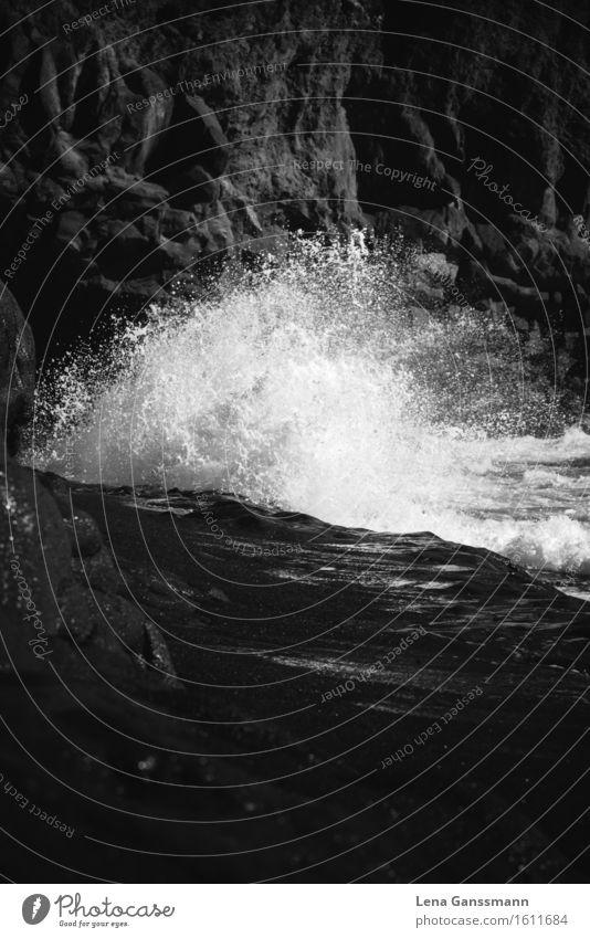 Weisse Welle Schwarzer Strand Sonnenbad Meer Insel Wellen Sand Wasser Wassertropfen Sommer Küste La Palma Stein Tropfen glänzend Aggression ästhetisch
