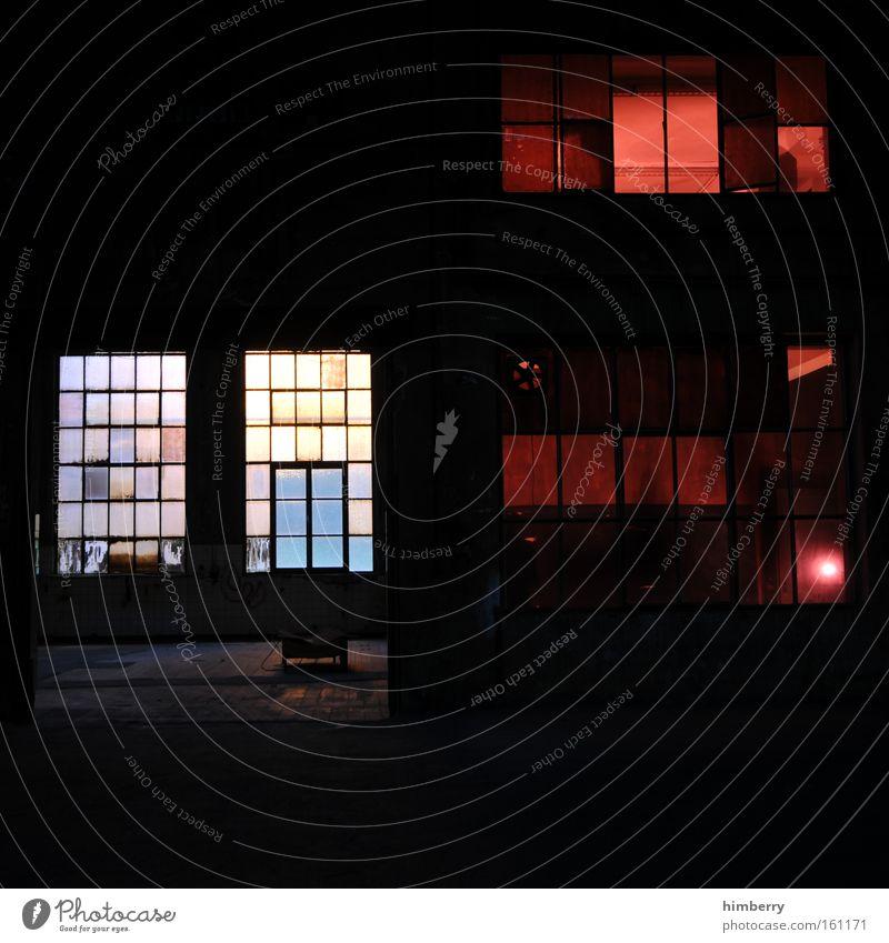 red light district Loft Lagerhalle Tatort Industriefotografie Licht Lichttechnik Bühne Fenster Gebäude Fabrik Fabrikhalle Rotlicht Detailaufnahme