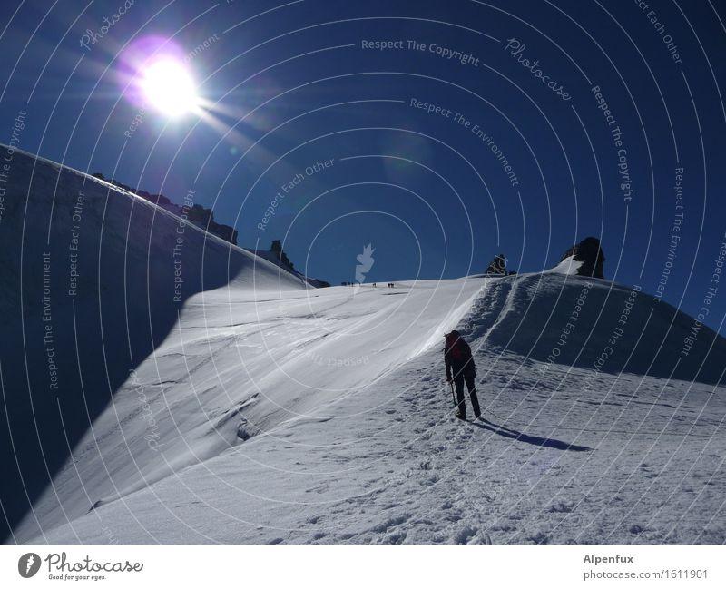 Anstehen Sonne Freude Berge u. Gebirge Glück Felsen wandern Kraft Erfolg gefährlich Schönes Wetter Abenteuer Gipfel Hügel Alpen Schneebedeckte Gipfel Höhenangst