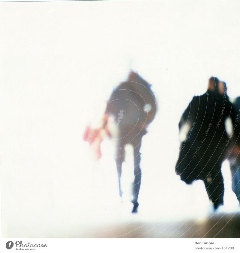 Sleepwalker Mensch Geister u. Gespenster Überbelichtung Mittelformat analog Unschärfe weiß träumen Plattencover ohnmächtig Rauschen Gegenlicht obskur