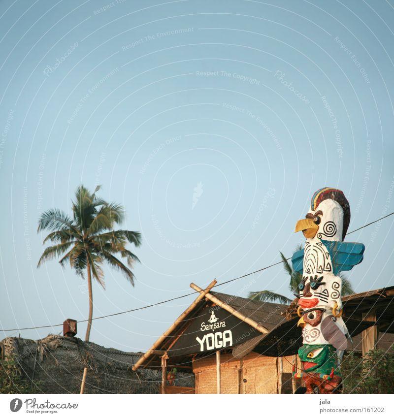 house of yoga Ferien & Urlaub & Reisen Haus ruhig Erholung Spielen Gesundheit Schilder & Markierungen Asien Typographie Eingang Palme Figur Indien Wort Yoga Wolkenloser Himmel