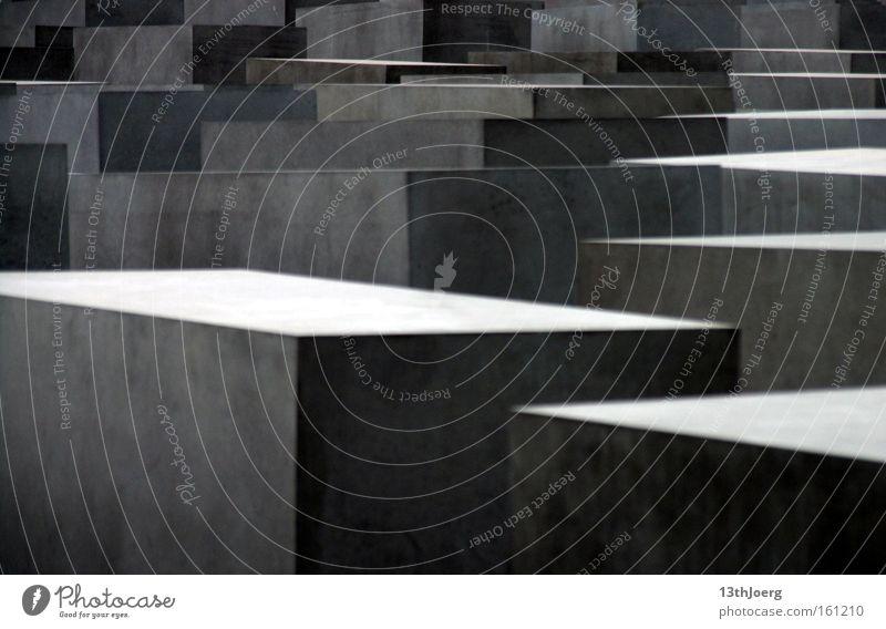 Quaderrelief Berlin grau Stein oben Beton Trauer Vergangenheit Wahrzeichen Denkmal Verzweiflung Erinnerung aufsteigen Kriminalität Rechteck Judentum