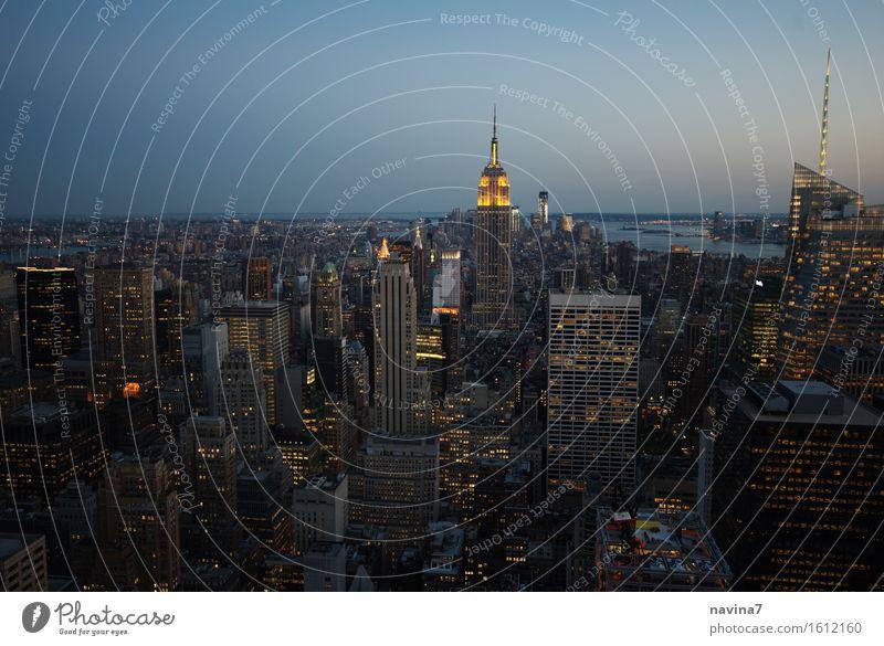 New York Tourismus Freiheit Sightseeing Städtereise New York City big apple Skyline Abenteuer Wachstum Nachtleben Aussicht Glühbirne träumen Farbfoto