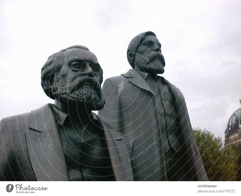 Marx und Engels vereint Mensch Berlin Hoffnung Denkmal Statue DDR Skulptur Erwartung Hauptstadt Politik & Staat Völker Philosophie Kommunismus Politiker