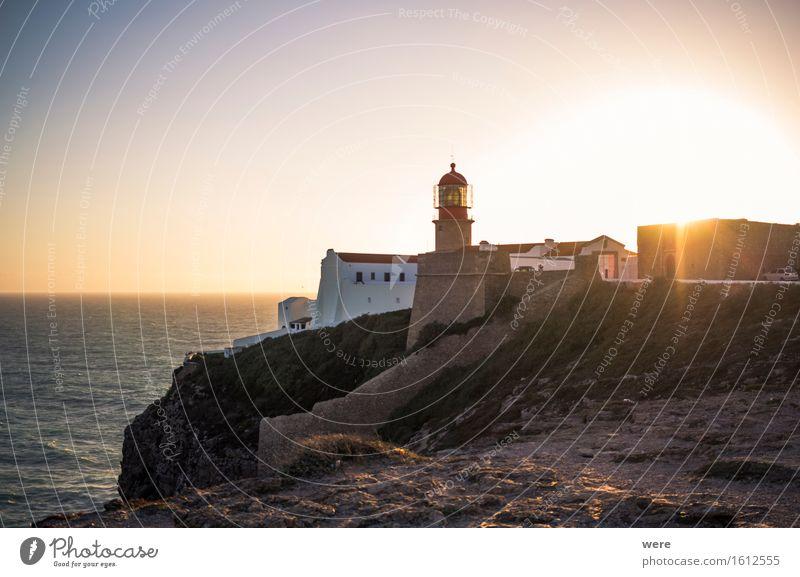 Ende eines schönen Tages am Ende der Welt. Ferien & Urlaub & Reisen Tourismus Meer Haus Wasser Küste Teich See Leuchtturm Gebäude Architektur Zufriedenheit