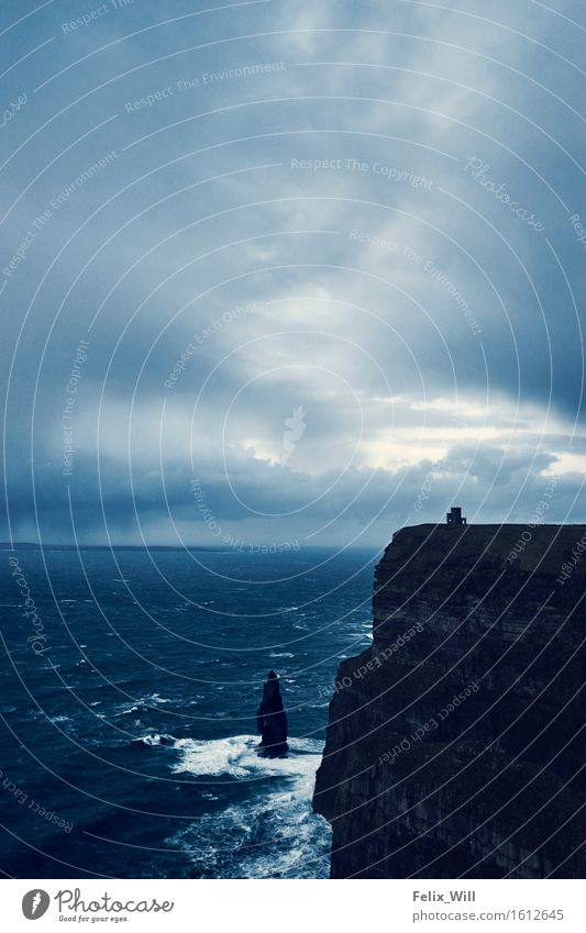 Stürmische Klippen Tourismus Ausflug Abenteuer Ferne Freiheit Expedition Meer Umwelt Natur Landschaft Wolken Gewitterwolken Nachthimmel schlechtes Wetter