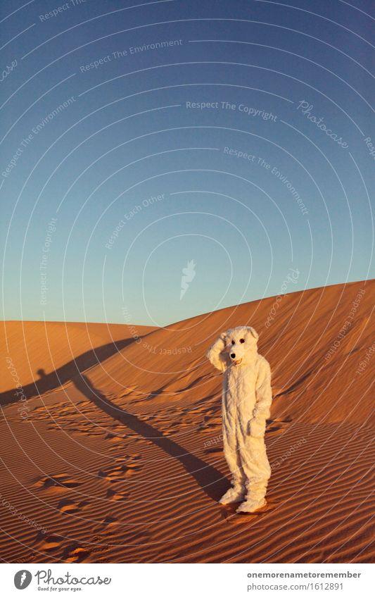 ... ich hol mir'n Eis Kunst Kunstwerk ästhetisch Eisberg Bär Tier Kostüm verkleidet Freude spaßig Spaßvogel Spaßgesellschaft Sand Wüste Irritation verirrt