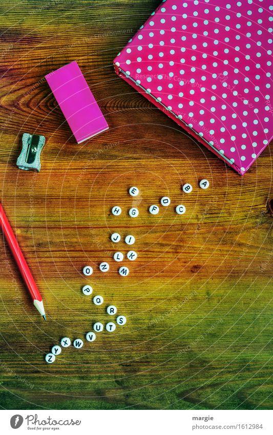 Alphabet in pink II Freizeit & Hobby Bildung Schule lernen Arbeit & Erwerbstätigkeit Beruf Büroarbeit Arbeitsplatz Werbebranche Business Sitzung sprechen Holz