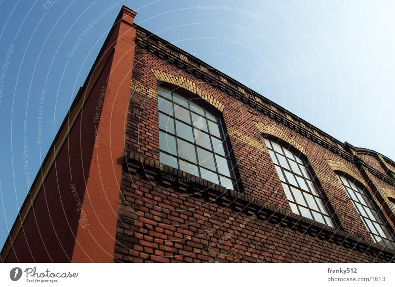 Fabrikhalle Haus Fassade Architektur Ziegelmauerwerk alt