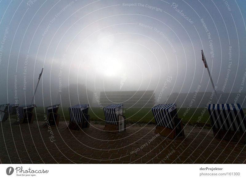 Morgens auf Norderney - Idylle pur Sonnenaufgang Strandkorb elend Nebel hässlich Gebäude Hotel Betonklotz Nordsee Ostfriesland Langeweile