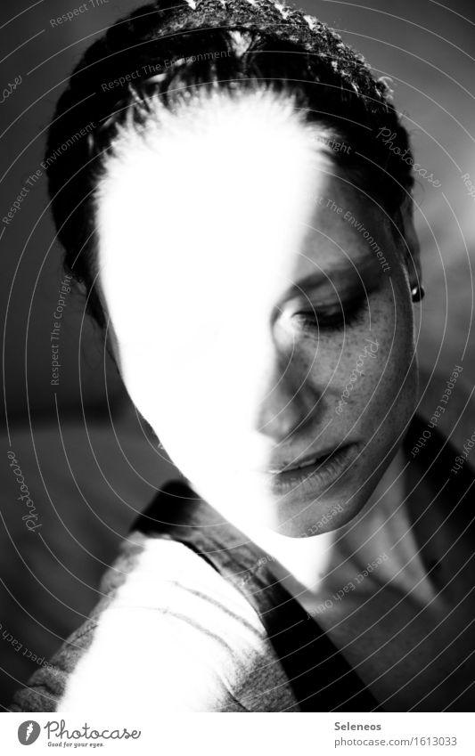 burning sun Körper Haare & Frisuren Haut Gesicht Mensch feminin Frau Erwachsene Auge Nase Mund Lippen 1 Schmuck Mütze heiß Sommersprossen Schwarzweißfoto