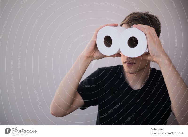 gute Aussichten Mensch maskulin Mann Erwachsene 1 beobachten entdecken Spitzel spionieren Fernglas Farbfoto Textfreiraum links Oberkörper