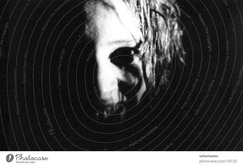 schönhässlich schwarz weiß Monster Schrecken Nacht Frau Gesicht Maske Kontrast grauenvoll black white night