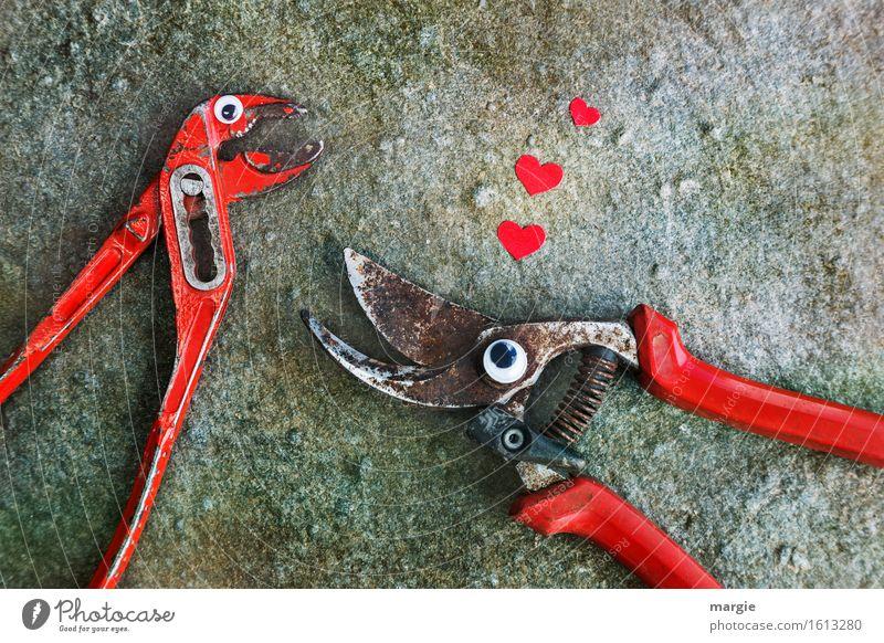 Ja, ich will...! Eine Zange und eine Baum- Schere mit Augen und drei rote Herzen auf Stein Arbeit & Erwerbstätigkeit Handwerker Arbeitsplatz Baustelle
